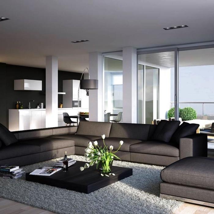 wohnzimmer gestalten, schwarzer kaffeetisch dekoriert mit glasvase mit weißen tulpen