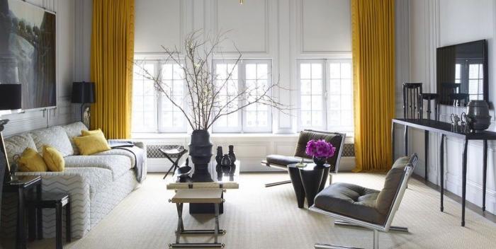 ideen für kleine räume, wohnzimmergestaltung in grau und gelb, schwarze vase mit zweigen