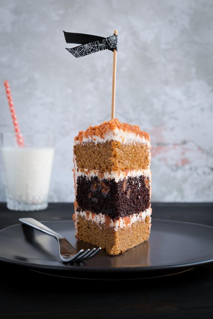 Schokoladenboden, zwei Zitronenteig Böden, Creme mit Nüssen, eine schwarze Fahne, Oreo Cake