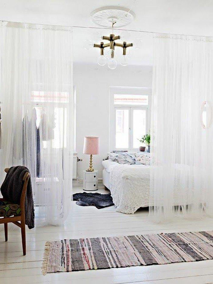einzimmer wohnung selber einrichten im skandinavischen stil, wieß pastellfarbe überwiegend, vorhänge, raumteiler