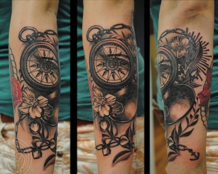 3d tattoo kompass, realitische tätowierung mit blüten als motiv, unterarm tätowieren