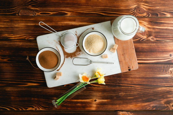 brunch ideen, dalogna kaffee zubereiten, nötige zutaten, zucker, milch, instantkaffee