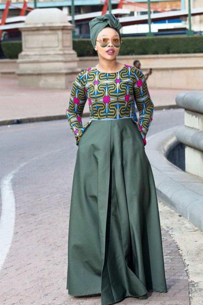 afrikanische kleider ideen, grünes kleid mit buntem oberteil wie eine bluse und langem großen unterteil, turban und sonnenbrille