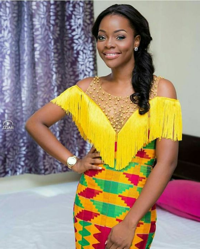 afrikanische kleidung idee gelbes oberteil mit streigen und perlen, buntes unterteil