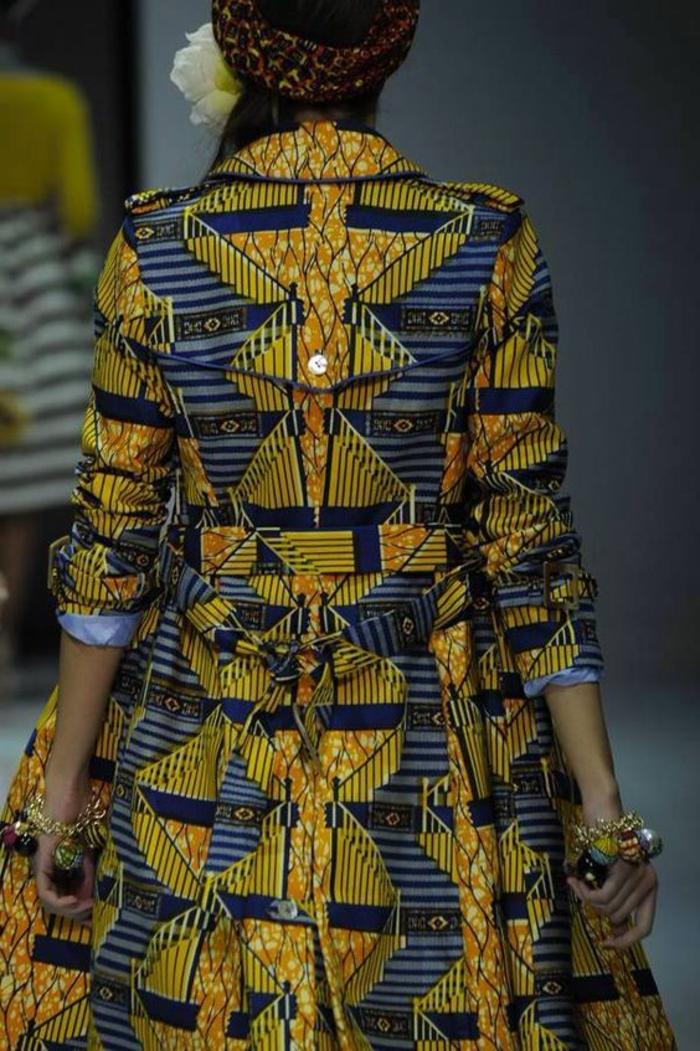 orientalische stiffe im modernen afrikanische stil. die kontinenten unterstützen sich gegenseitig bei der mode, golden blaues kleid