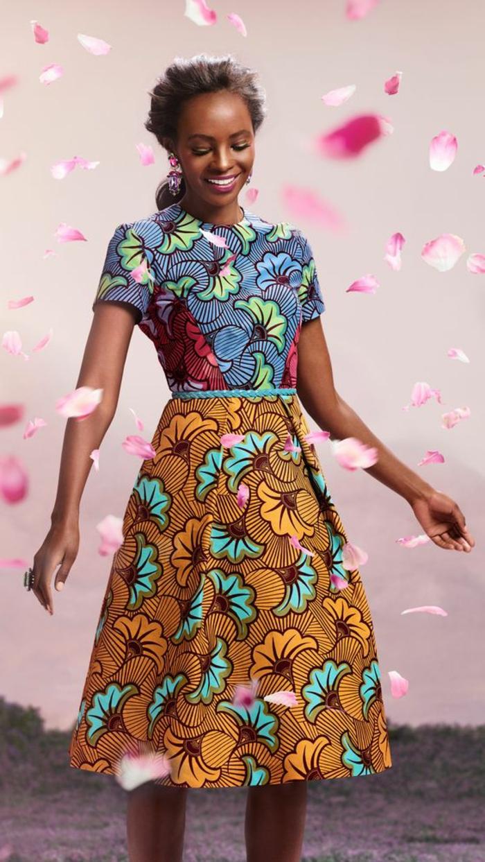 afrikanische kleider und kleidungsstück kombinationen, das gleiche muster in verschiedenen farben als ganzes outfit gestalten, lächelnde frau umgeben von fliegenden blumen
