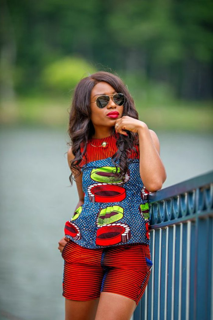 orientalische kleidung ist auch wie die afro in rot in verschiedenen kombinationen, hier mit blau und grün deko
