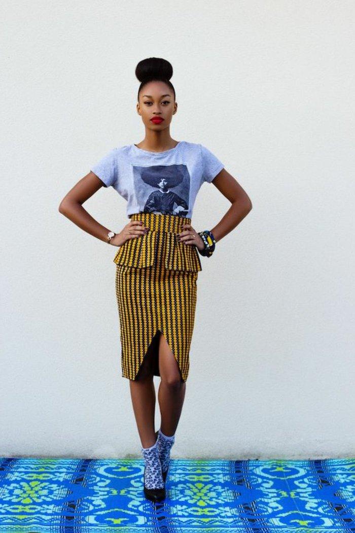 afrikanische stoffe zum inspirieren, kombination von mode und ethno stil, tshirt und afro rock bleistift model