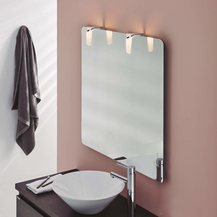 Badspiegel mit LED Spiegelleuchte für optimale Spiegelbeleuchtung