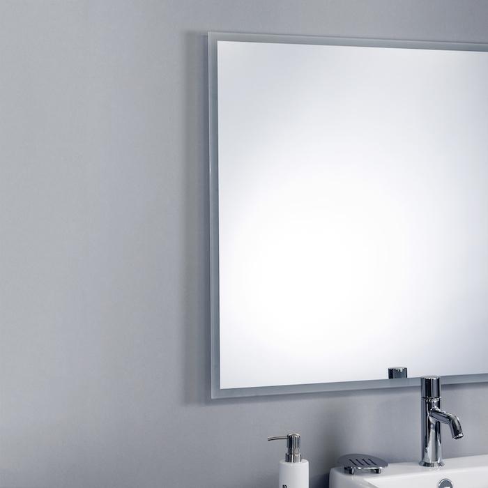 Klassischer Badspiegel ohne Beleuchtung