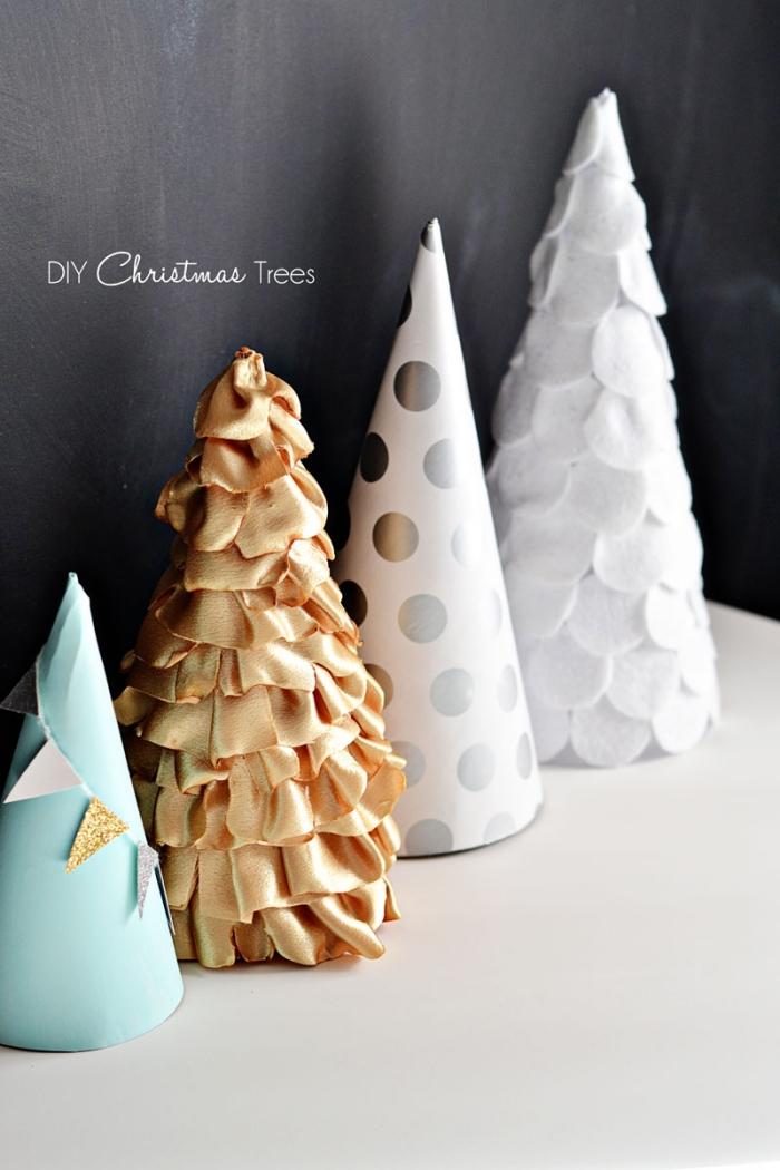 bastelanleitung tannenbaum aus papier falten, papierkegel selber machen, goldener stoff
