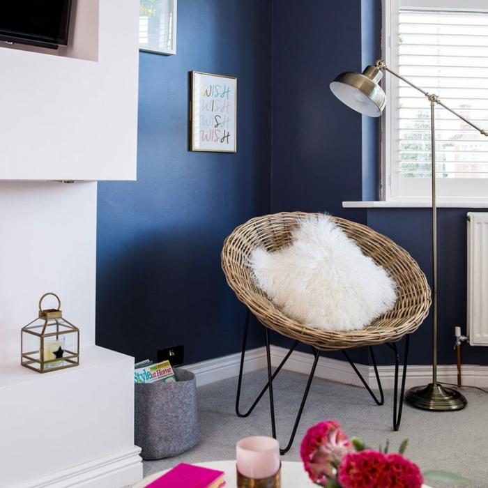Wandgestaltung für Wohnzimmer, ein Bild, auf dem viermal Wish oder Wunsch steht, jeder Buchstabe in verschiedenen Farbe