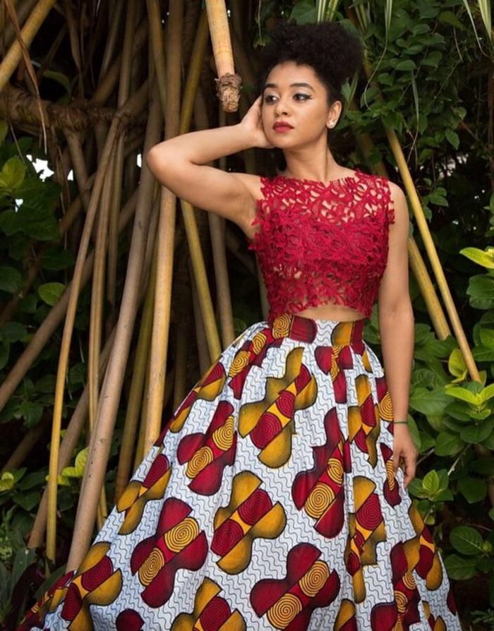 kaftan afrikanische kleidung, spitzen bluse kurz in rot, kombiniert mit highwaist rock mit buntem print