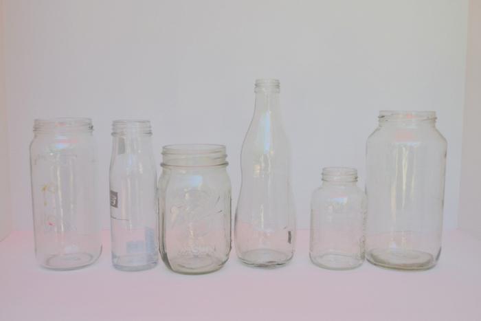 Tischdeko Geburtstag selber machen, weiße leere Gläser auf weißen Hintergrund, die Grundlage für das Basteln