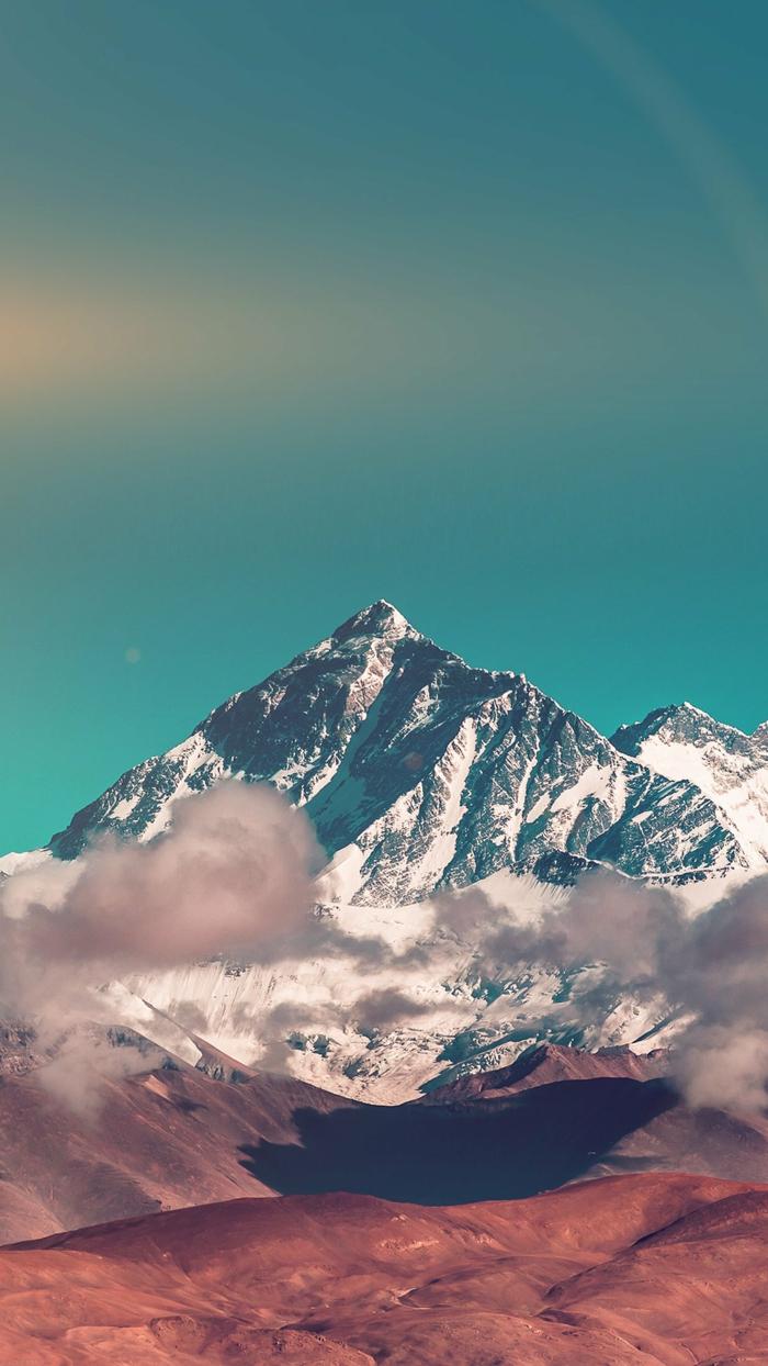 ein Berg mit Schnee bedeckt, rosa Wolken, blauer Himmel mit Sonnenlicht, schöne Handy Hintergrundbilder