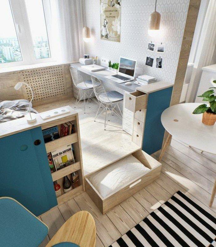 Wohnzimmer Ideen für kleine Räume, Zebra Teppich, ein großer, runder Tisch, blaue Regale
