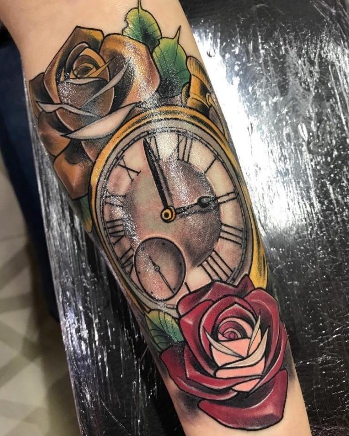 taschenuhr tattoo, goldene uhr, rote und gelbe rose, realitische tätowierung