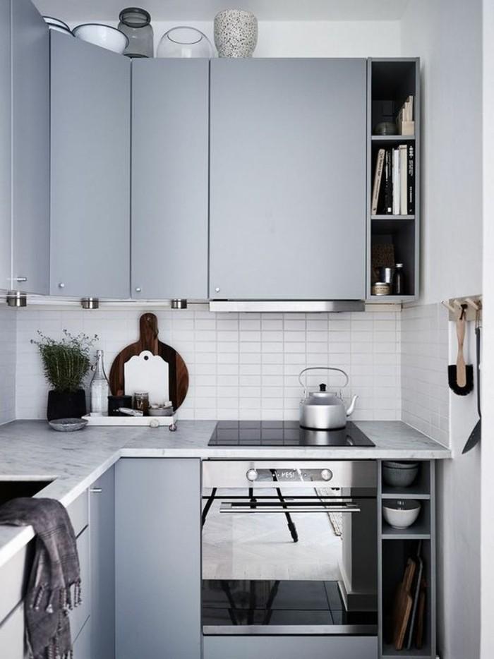wandgestaltung wohnzimmer, küchenzeile mit backoffen, schränke, dekor und design