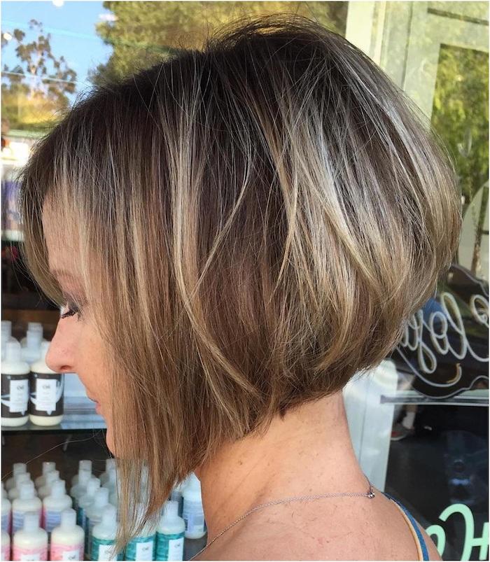 kurze haare mit vielen blonden strähnchen, bilder damen frisuren, kurze blonde strähnchen färben