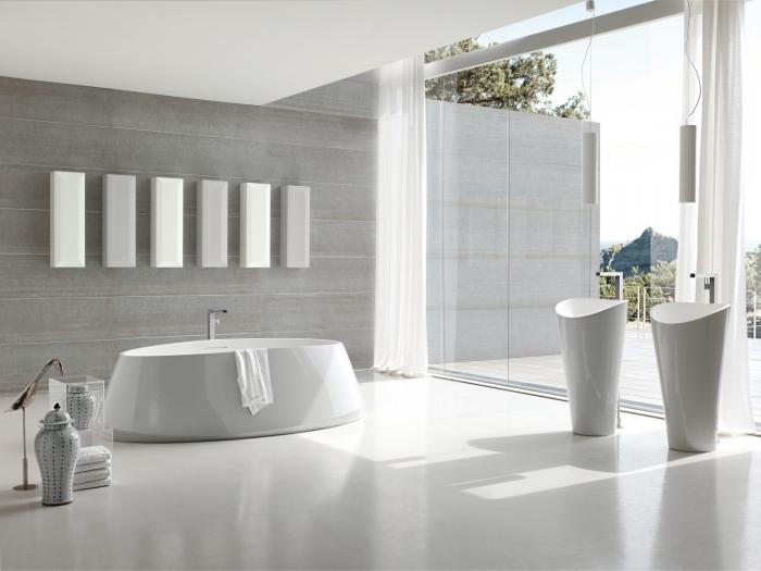 weiße freistehnde waschtische, ovale badewanne, moderne badezimmereinrichtung