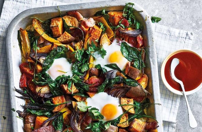 kartoffel mit spinat und paprika, frühstücksbuffet ideen, ketchup zum garnieren