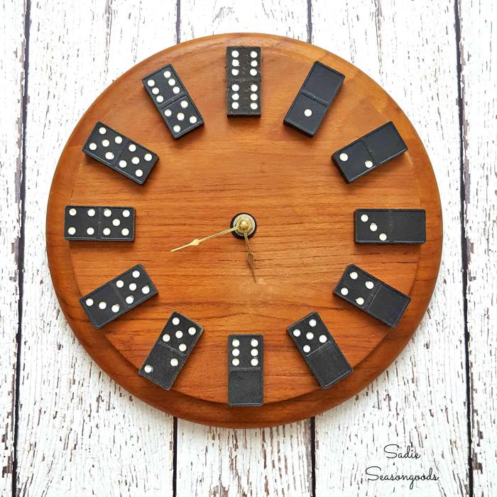 runde holzplatte, wanduhr selber machen, geschenk für besten freund, domino