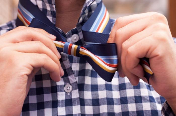 selbstgemachte fliege, geschenk für freund, kariertes hemd in weiß und blau, für mein schatz