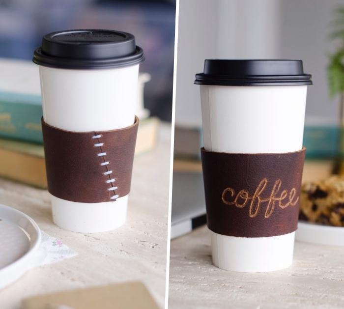 geschenkideen für den freund, weißes kaffeebecher, leder sleeve basteln, diy turorial