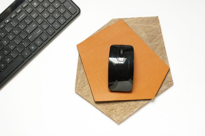 geschenkideen für den freund, schwarze maus, mousepad dekoriert mit leder