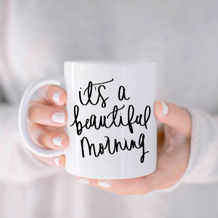 geschirr bemalen, weißer nagellack, selbstgemachte kaffeetasse mit schriftzug, diy geschenk