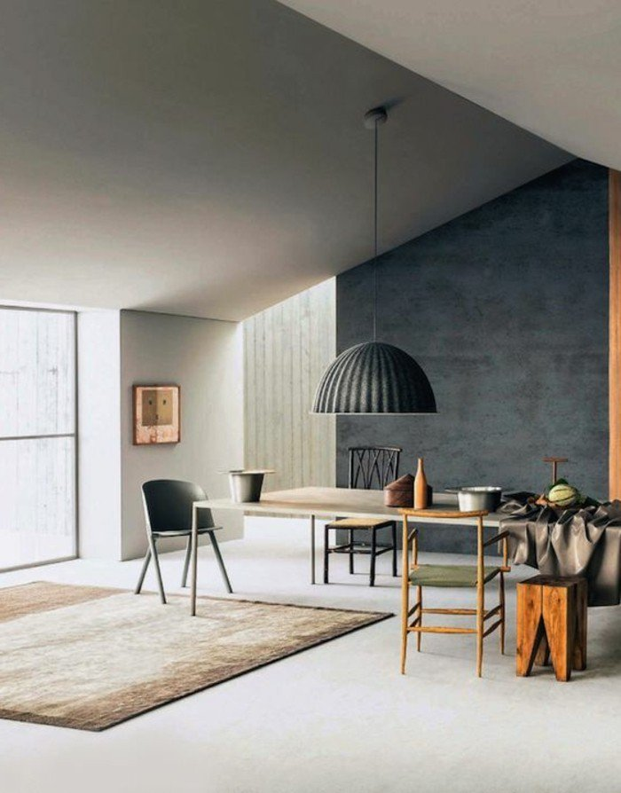graue Wand, ein weißer Boden, ein brauner Teppich, eine hängende Lampe, Wohnzimmer Ideen für kleine Räume