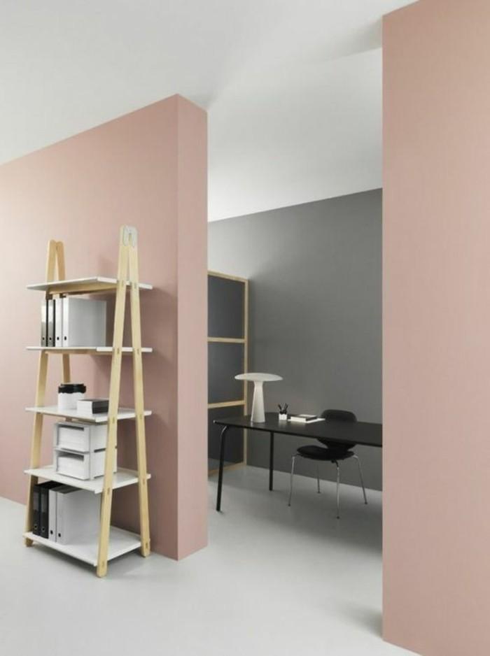 graue wandfarbe im hintergrund und rosarote wände vorne, eine leiter als regal nutzen