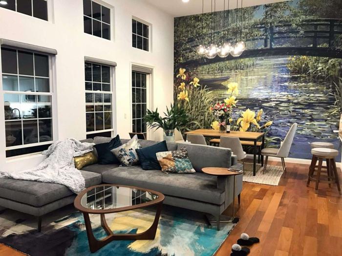 eine Fototapene in Wohnzimmer, Deko Ideen selber machen, Pendelleuchten, ein graues Sofa, Einzimmerwohnung