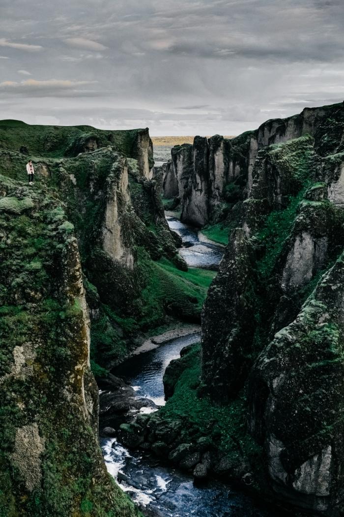 sperrbildschirm hintergrund mit bildern von der natur, naturfoto, wald, fluss, berge fotografieren