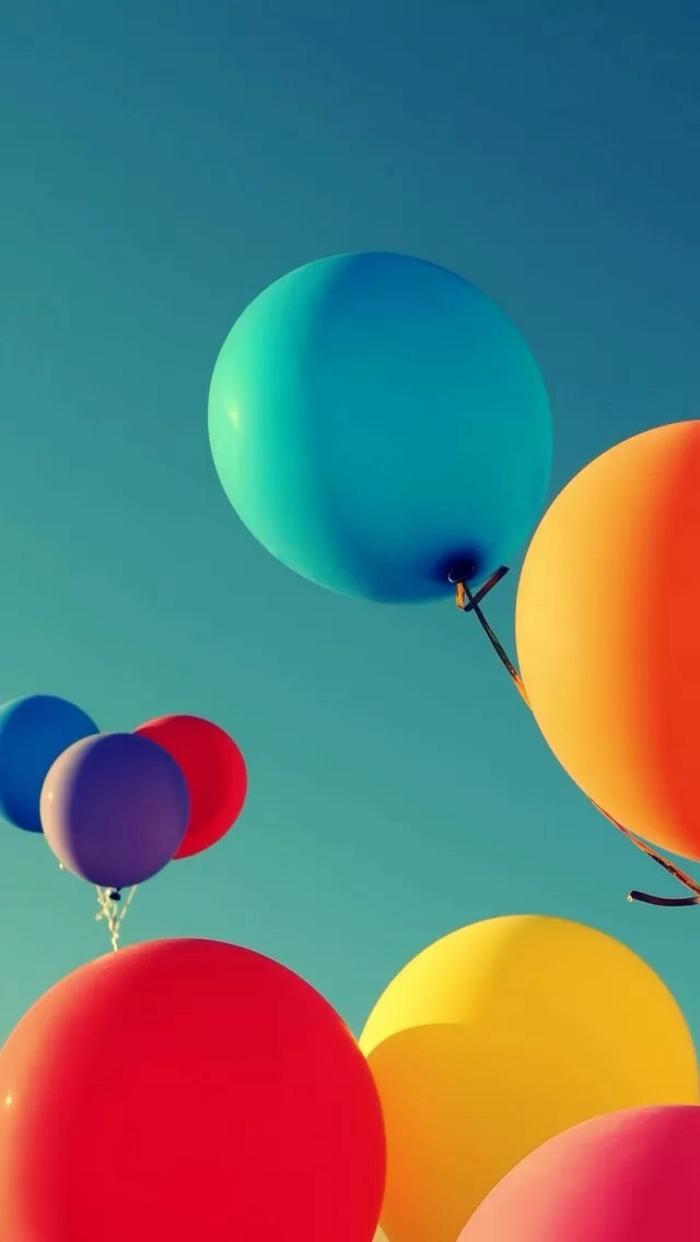 coole hintergründe mit farben und frohe laune, balloons, bunte baloons fliegen in den himmel
