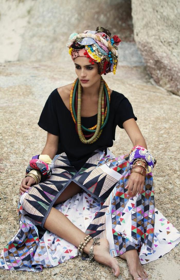 stoffe kaufen und schöne looks schaffen, turban, schwarzes tshirt, rock, unterteil mit geometrischem muster