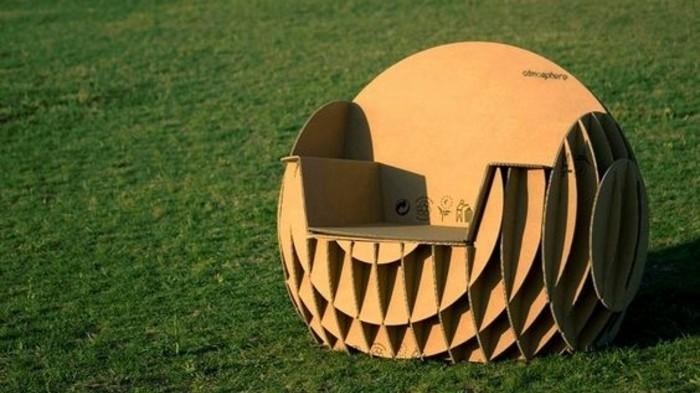 stange design ideen für sessel aus kartoon selbst gemacht, diy projekte zum inspirieren, sessel auf einem feld mit grünem grass