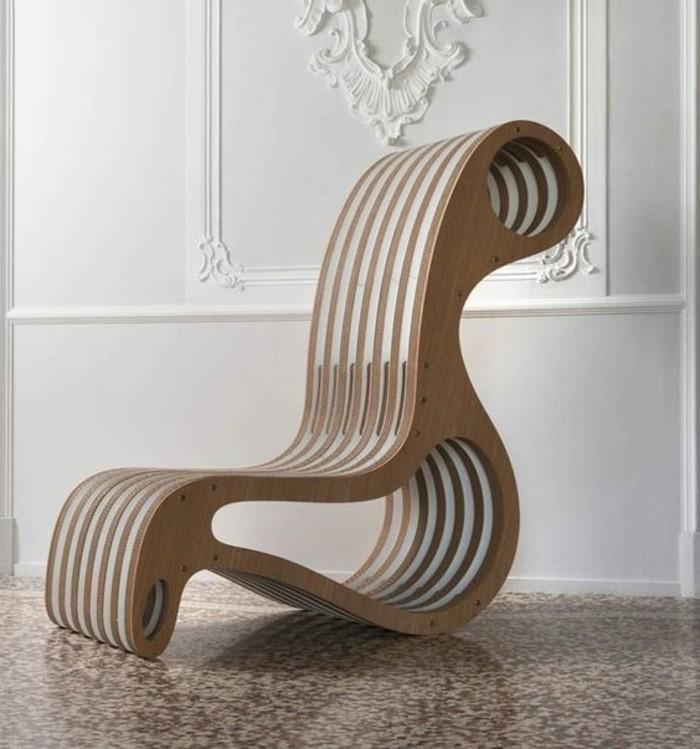 stange design idee für einen wiegestuhl, hölzerner rahmen mit karton füllung, weiße wand mi deko