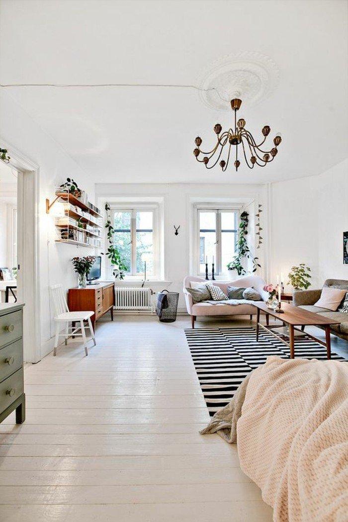 kleines schlafzimmer im modernen stil, schwarz weißer teppich auf dem boden, große lüster
