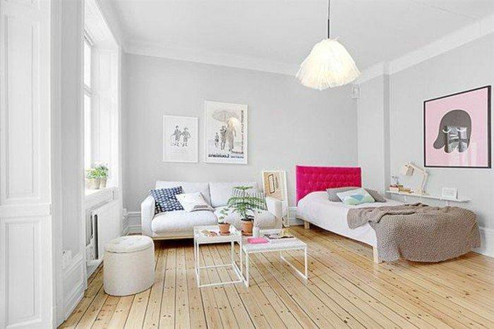 wohnung einrichten, simples dezentes design, einzelbett, großes rosa bild an der wand mit einem elefanten abgebildet, hocker, tisch, doppelsofa