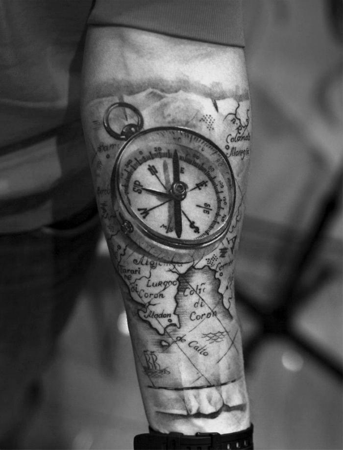 koordinaten tattoo am unterarm, große ralitische 3d tätowierung, karte