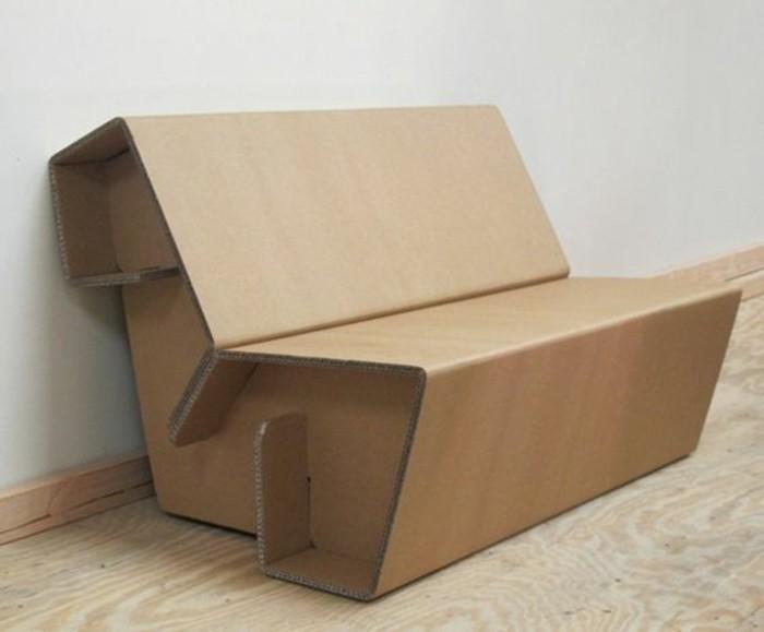 pappmöbel schnell und einfach selber machen, sessel aus kartoon, kleiner sitzplatz, ideen zu diy projekten