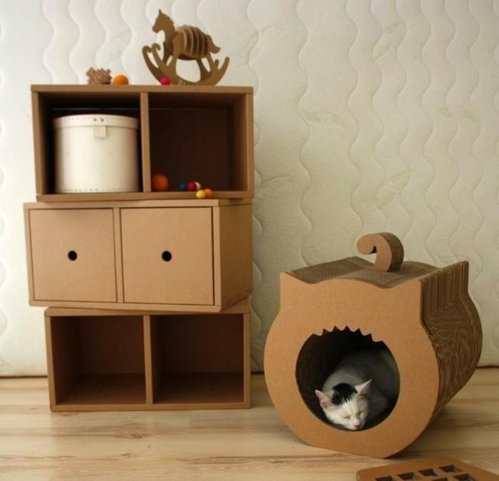 kartonbett für eine nette katze, schöne kreative idee, wo das tier spaß und erholung haben kann, regal mit beweglichen schubladen