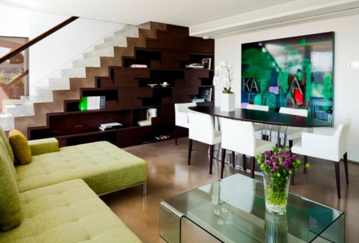 ein braunes Regal, ein grünes Wandbild, Bilder selbst gestalten Ideen, ein grünes Sofa, Glastisch