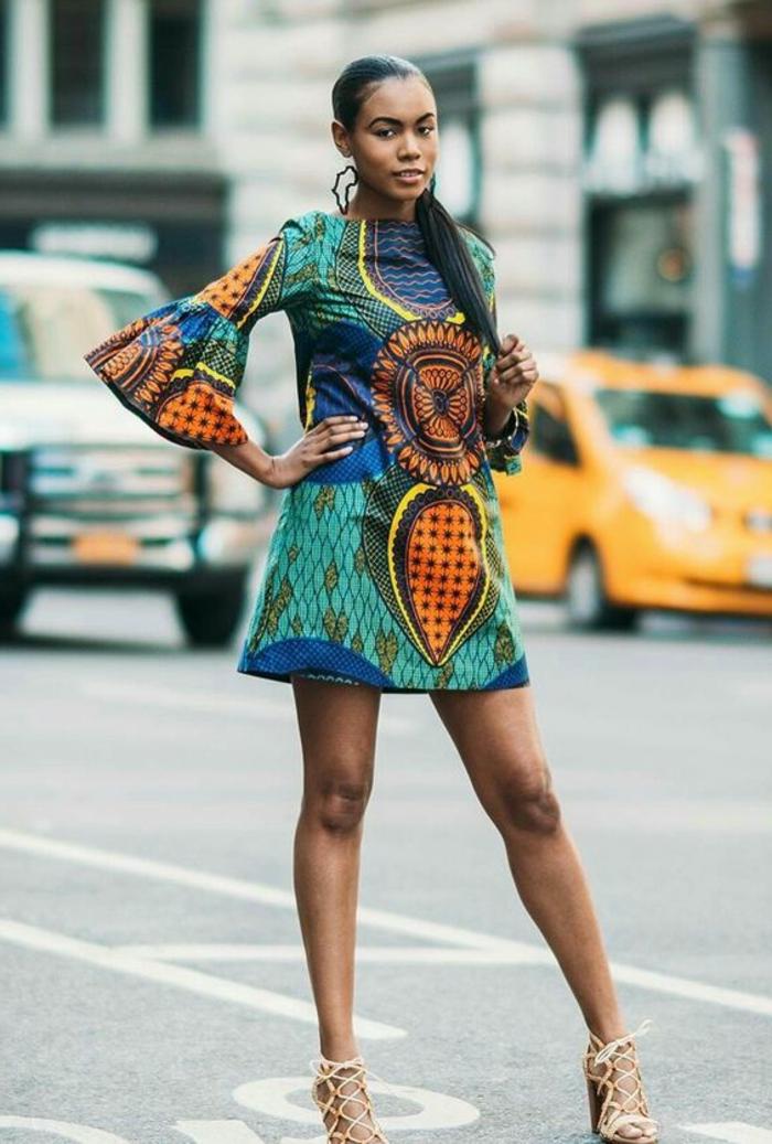 afrikanische kleidung von heute krasse farben und unerwartete farbkombinationen, orange deko, grün blaues kleid
