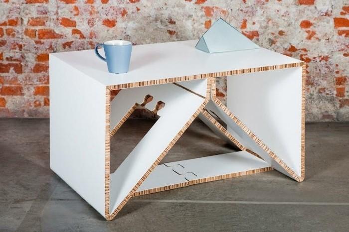 möbel aus karton selbst gemacht, eine konstruktion mit diy anleitung selber machen, blaue tasse, blaues papier