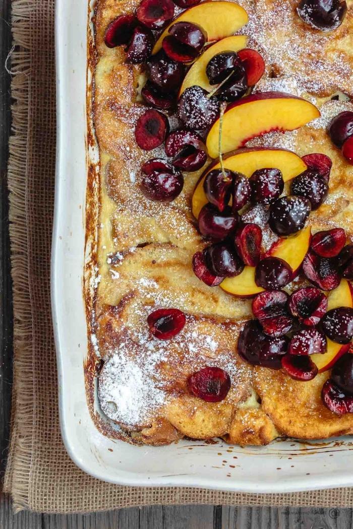 pfannkuchen mit pfirsichen und kirschen, partyrezepte zum vorbereiten am vortag, leinenstoff