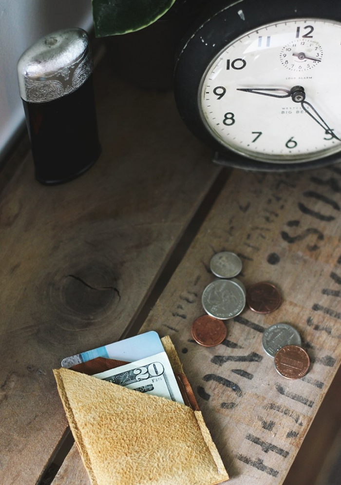 weckuhr in retro stil, persönliches geschenk für freund, selbstgemachte weihanchtsgeschenke, geld