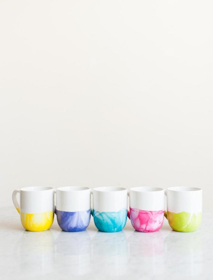 porzellan bemalen ideen, kaffeetassen dekroiert mit bunten nagellacken, selbstgemacht