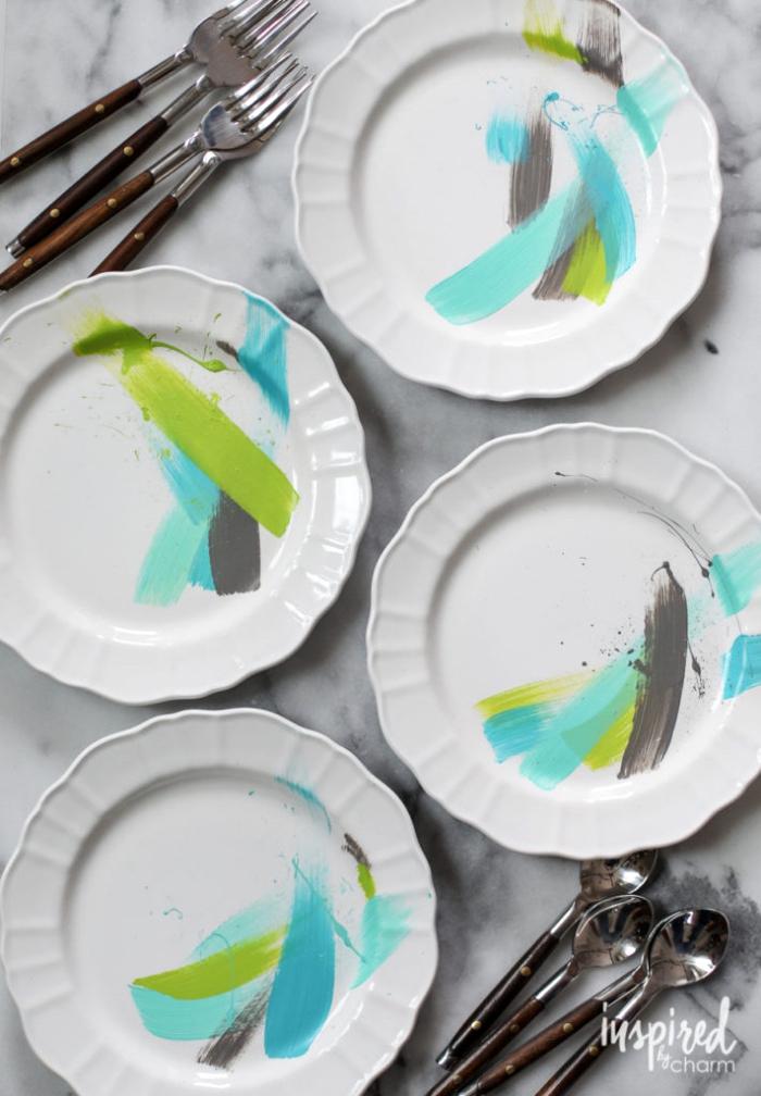 porzellan teller dekorieren, geschirr set verziert mit farbe, handgemacht